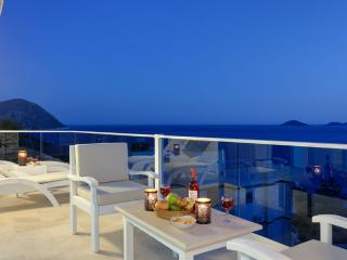Villa Ruzgar Kalkan, 4 bedroom luxury private villa rental in Turkey sea front