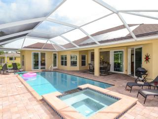 NEW VILLA  high-quality equipment, sea water + SPA, Cape Coral