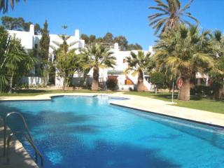 3 bed Townhouse in a lush tropical gated complex, FREE Wifi, shared pool