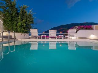 White Cave Private Villa, Pyrgos
