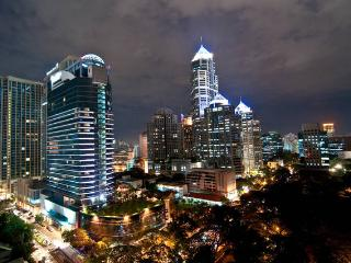 NEW HIGH RISE BUILDING. EXCELLENT LOCATION. MRT., Bangkok