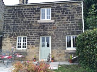 Pretty 1750 grade 2 listed yorkshire stone cottage, Harrogate