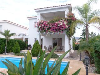 Coral Bay Villa 5 mins walk to the blue flag beach, Paphos