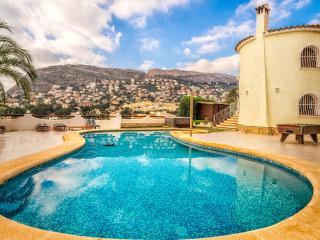 Lux villa seaview,pool,hottub, pooltable,sky,wifi