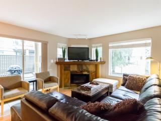 Fantastic 4 bed property, walk to village!, Whistler