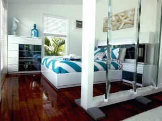 ESTERO#1 MODERN 2 BEDROOM,ACROSS THE STREET FROM WHITE SANDY BEACH,WITH POOL!