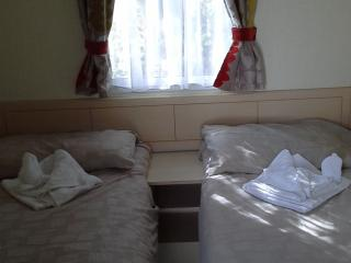 LOVELY 8 BERTH CARAVAN FOR HIRE, Tattershall