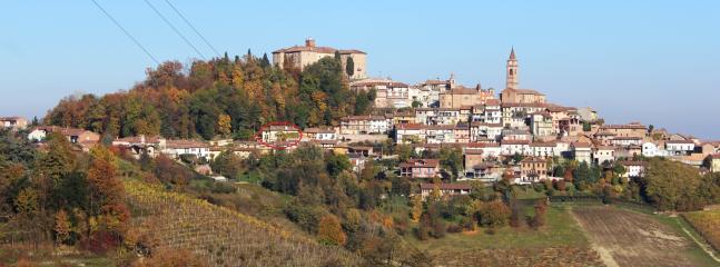 La Dimora al Castello si trova nel centro del paese.