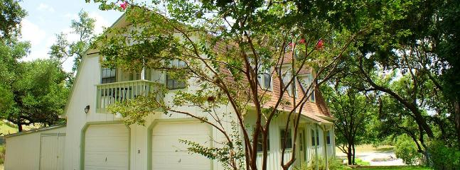 Two Dam Guest Cottages – Tree Top Suite, Blanco