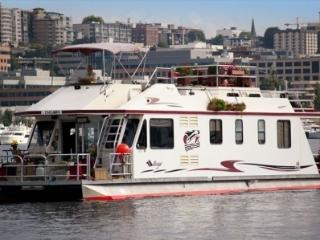 Furnished 3 Bedroom Boat for rent, Imgoin on a Joy, Seattle