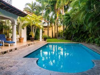 Contemporary Villa in Lush,Tropical
