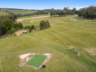 Lorne Farm Play - Big Farmhouse on Private Farm