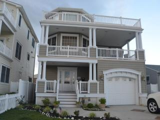 Luxury Retreat Home ~ Perfect Couples Getaway!, Brigantine