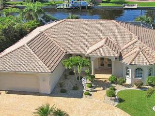 3 bedrooms- Terrific river access luxury villa- Boat dock- Tastefully furnished- Private pool, Cape Coral