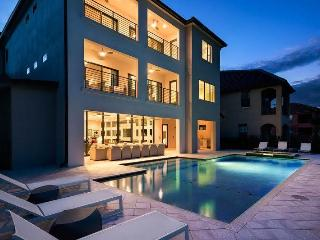 Luxury Family Home with Private Pool, Home Theatre, Reunion