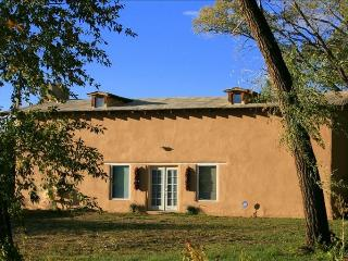 Secluded and private Territorial House 10 Min.-Red River 20 Min. to Taos