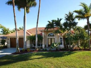 This is an amazing luxury Cape Coral villa with 3 stunning bedrooms 2 of which have there own beautiful en-suite bathrooms.
