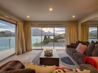 Alpine Lakeside Apartment, Queenstown