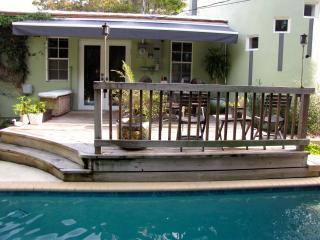 Unique Deco Pool Home 2 blocks from Coral Gables, Miami