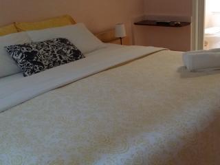 Cozy Room/ King Size /Private Bathroom/HCV, Homestead