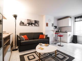 Les Dames apartment in 17ème - Arc de Triomph with WiFi.