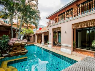 3 Bedrooms pratamnak Villa, Pattaya