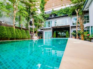 Tamnak Family 12 bedrooms unit near walking street, Pattaya