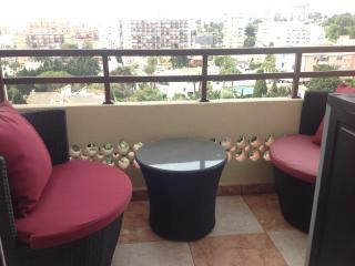 Modern 2 bed apt with views to sea,Marina and Mountains.good pool area.