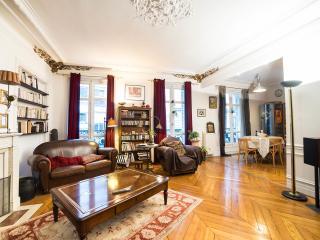 Grand appartement famillial, 3 chambres, parking, Paris