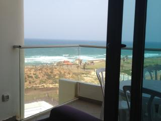 apartment at the west sea view on the tzuk beach, Tel Aviv