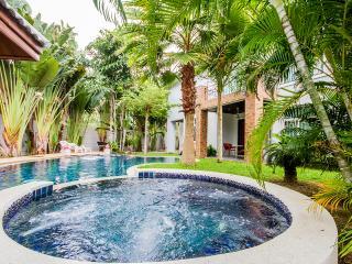 8 bedrm pool and Beach villa at  Najomtien 46, Pattaya