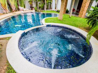 8 bedrooms BEACH VILLA with private pool, Sattahip