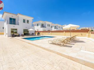 VILLA FIGTREE, 100 METRES FROM FIGTREE BAY BEACH, Protaras