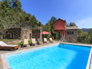 Peaceful private villa with swimming pool, San Bernardino Verbano