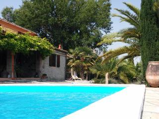 Villa con piscina e spazioso giardino, San Costanzo