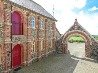 Beautiful converted farm stables with sea views., Higher Clovelly