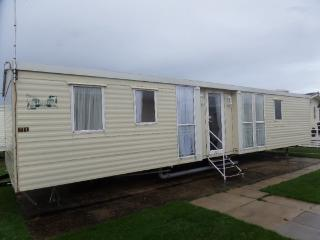 Stunning Center Lounge Model To Let On Fantastic Q, Towyn