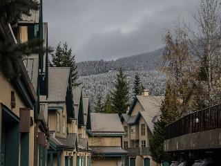 Comfortable 2 bdm, 2 bath townhome, close to slopes & village. Private garage, Whistler