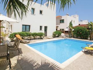 KPAST3 - 4 bedroom villa, Paralimni