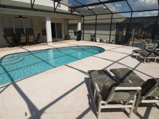 Luxury Home with Extended South Facing pool deck, Kissimmee