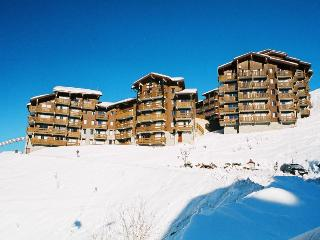 Ski-in ski-out apartment in center of Three Valley