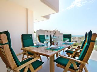 Luxury Air-Contitioned Villa for rent sleeps 2-16, Anavyssos