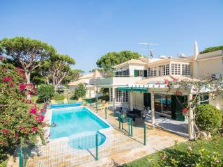 Villa Popa - 7-Bedroom Villa Located in a Quiet Cul-de-Sac, Golf Front, Vilamoura