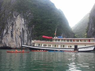Jewel cruise , overnight on the Cat Ba island