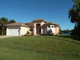 Brand-new (2014) luxury villa with a waterfront, Port Charlotte