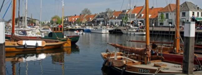 Puerto de Elburg - distancia de ciudad a unos 10 minutos en coche