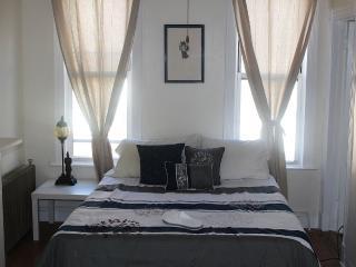 2.5 Bedroom Cozy Brooklyn Townhouse