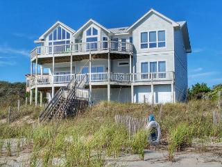 5BR Oceanfront House with Elevator, WiFi and Jacuzzi Tub!, Pine Knoll Shores