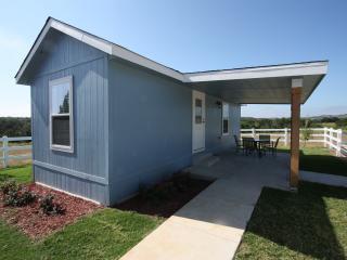 Deer Trail Cottages - Blue Cottage, Fredericksburg