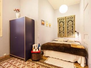 PRIVATE BEAUTIFUL ROOM in the heart of Barcelona